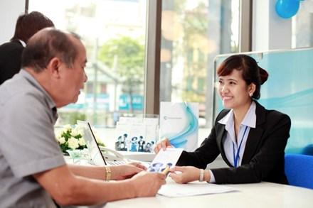 Tư vấn viên của công ty tư vấn dịch vụ rõ ràng, tỉ mỉ về các dịch vụ cho khách hàng lựa chọn